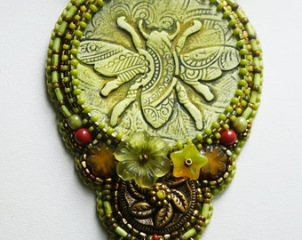 Bumblebee. Bead embroidered pendant necklace.