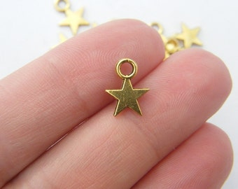 18 Star charms antique gold tone GC531