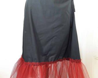 petticoat ruffled black and Burgundy