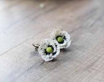 White poppy earrings - flower earrings - white flower jewelry - botanical jewelry - blossom earrings - poppy flower - nature earrings