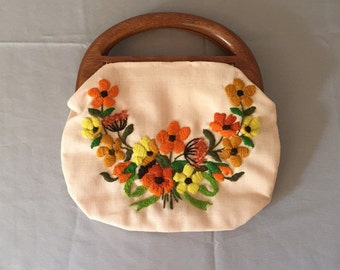 1950s wooden handles purse   embroidered top handle bag