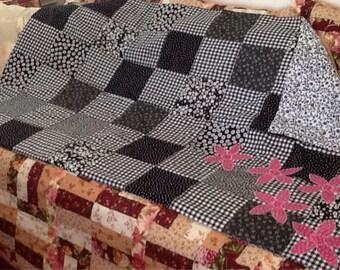 Cheerful appliqued quilt