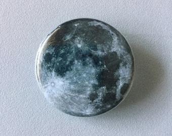 Full moon button / Lunar button / Full moon fridge magnet / Astronomy button / Full moon pin / Planet button / Planet pin