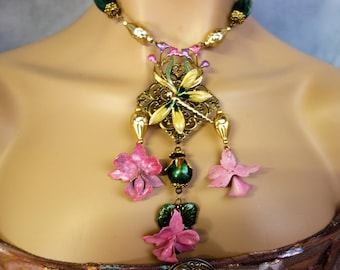 Art deco Necklace: the Dragonfly to the Lake.