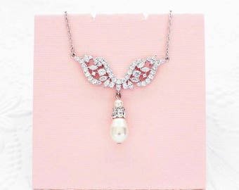 Bridesmaid necklace, pearl crystal necklace, backdrop pearl bridal necklace, pearl wedding accessories, pearl crystal wedding jewelry