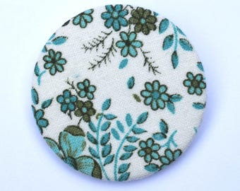 Fabric covered badge with vintage floral fabric 44mm