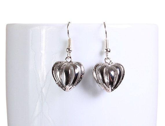 Silver hollow heart dangle earrings (790)