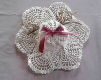 wedding hat has give to parents