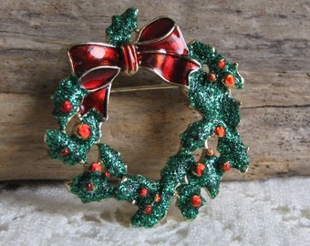 Christmas Wreath Brooch Vintage Holiday Jewelry and Accessories