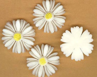 vintage daisy cabochon EIGHT FLOWER CABOCHONS plastic made in japan, realistic looking and textury