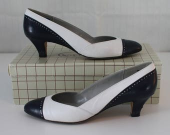 Vintage 80s leather navy and white pumps // Pappagallo made in Spain // IOB size 6.5M