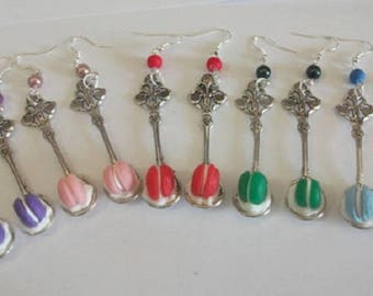 Spoon whipped cream and macaroon earrings