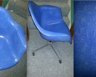EAMES RARE BLUE Fiberglass Original Vintage Armshell Chair Excellent Condition Swivel Tilt Base on Casters Narrow Shock Mounts Herman Miler