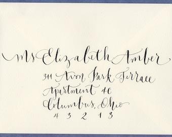Enveloppe de mariage abordant calligraphie pour mariage ou invitation à l'événement