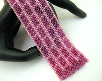 Beadwork / Peyote Bracelet / Seed Bead Bracelet in Pink and Fuchsia / Beaded Bracelet / Geometric Bracelet / Beadwoven Bracelet