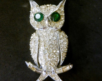 Beautiful Vintage PELL Clear & Green Rhinestone-Studded Owl Brooch Silver Rhodium tone - art.179/5