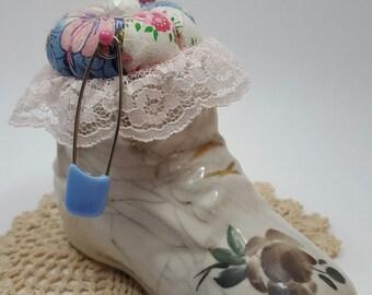 Vintage Altered Baby Girl Shoe, Cabbage Rose, Feedsack Fabric Pincushion Keepsake, Novelty Pinkeep, Marbled Glaze, Gold Trim, Collectible
