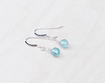 Green Dangle Earrings, Green Earrings, Fluorite Earrings, Green Jewellery, Gemstone Earrings, Wire Wrapped Earrings, Silver Earrings