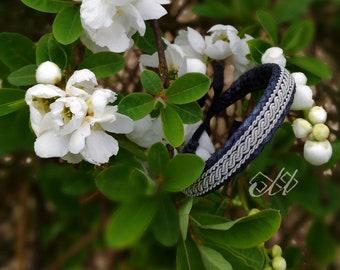 Biegga | Bracelet en cuir de saumon et fil d'étain | Inspiration bijoux scandinaves et finno-ougriens | Tenntråd