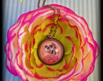 BED OF ROSES-Bronze Metal 25 mm Floral Skull Couture Pendant Necklace