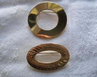 Pretty Gold Oval & Circle Brooch
