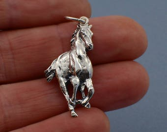Galloping Horse pendant in 925 sterling silver, the perfect gift for a horse lover