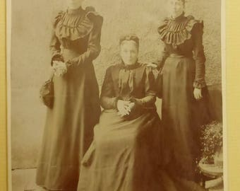 Antique Cabinet Card Mother and Daughters  France 1900  CC1557