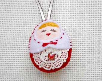 Felt White Vs Red Russian Doll (Medium), Felt Matryoshka, Felt Handmade Christmas Ornament, Felt Keychain, Felt Toy, Christmas Gift