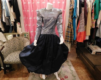 1980 Carolina  Herrera /  tag size 10/ Classic Couture/ Designer/  Haute Couture/  Shimmering/ Ball Gown/ Party Dress