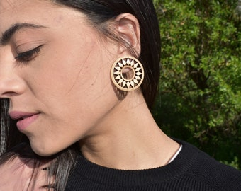 Wooden geometric circle earrings