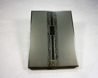 Étui à cigarettes en argent, réduction émail blanc, 1940, signée VOLUPTE' USA, Art Nouveau Design, argent Plaque pour les initiales, porte-carte