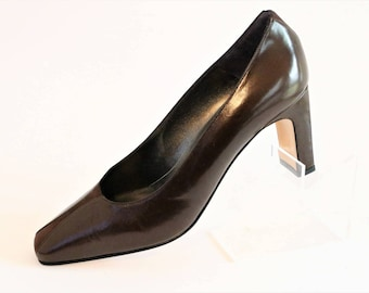 Magrit Brown Leather Heel Court Pump Shoes with Thin Brown Mock Suede Strip on tips/Slip on Shoes/ Size UK 4.5/Euro 37.5/Like New