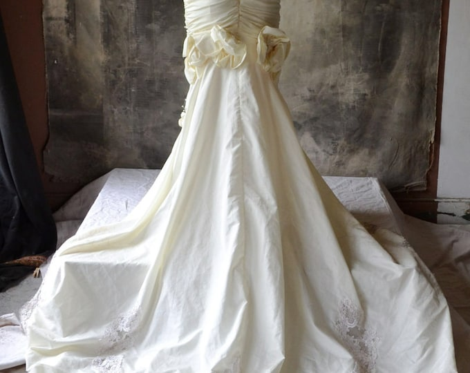 80's Wedding Dress Fish Tail train and Pearl Beading size S