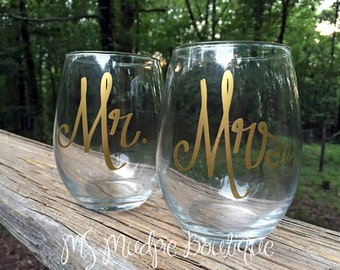 Mr. and Mrs. Wine Glass Set, Stemless Wine, Wedding Gift, Toasting Glasses, Gift for Bride and Groom