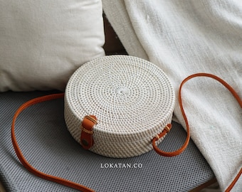 White Plain Handwoven Round Rattan Beach Bag Bali - Natural Ata Grass Shoulder Bag With Round Pattern