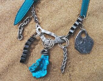 Blue turquoise necklace. Boho turquoise necklace. Boho statement necklace. Collar con turquesa azul. Colgante con turquesa.