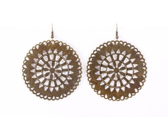 Antique brass round filigree dangle drop earrings (621)