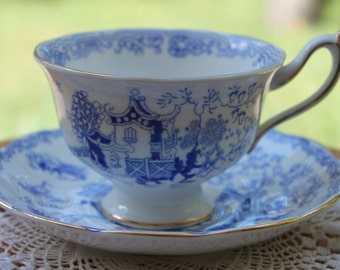 "Royal Albert Bone China Teacup and Saucer Set ""Mikado"""