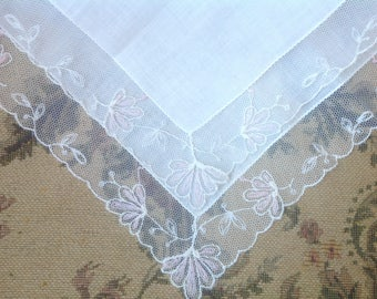 VINTAGE LACE HANDKERCHIEF. Lace - Embroidered Net Lace. Wedding handkerchief. Light pink flowers.