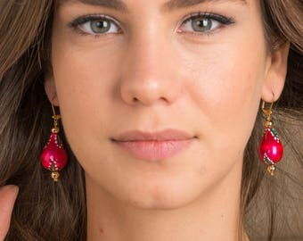 Wood earrings, goldplated brass.