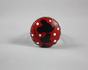 """Ring """"Laurette"""" little mouse red background"""