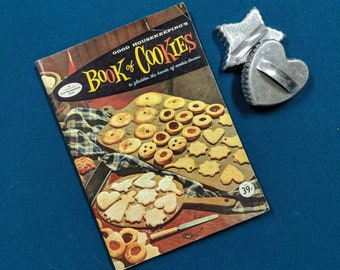 Vintage Cookbook, Good Housekeeping Book of Cookies, Copyright 1958, The Hearst Corporation, Paperback, 89 Pages