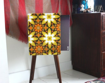 Vintage OOAK retro up-cycled record/book/magazine table