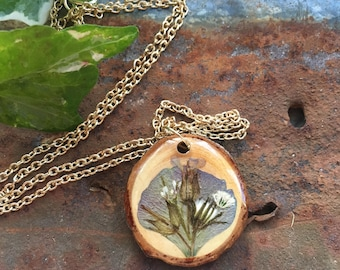 Dried Flower Pendant, Wood Slice Necklace, Natural Wood Jewelry, Wooden Pendants, Floral Accessories, Real Flower Jewellry, Wood Resin