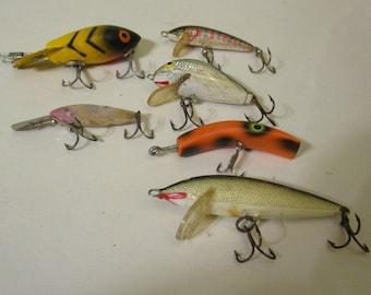 Fishing Lures / 6 Tiny Fishing Lures/ Freshwater Lures / Fishing for Panfish / Outdoor Recreation/ Minnow Type Top Water Lures /Collectible