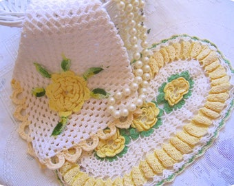 Vintage doily, crochet pot holder, yellow white, rosettes, wall hanging, vintage linens, handmade crochet, by mailordervintage on etsy