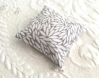 Balsam Fir Sachet - Organic Balsam Fir - Cotton Fabric- Balsam Sachet - Modern Eco friendly- Aromatherapy - Spa - white leaf tan print