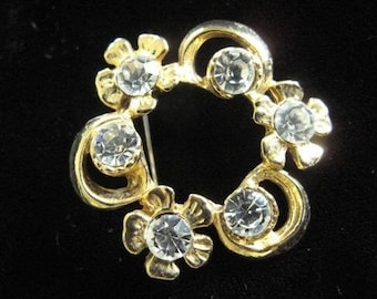 Vintage Rhinestone Circle Brooch / Rhinstone Pin / Estate Jewelry /  Mid Century