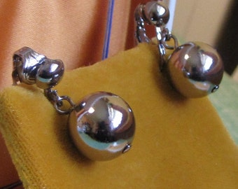 Silver Balls Clip-On Earrings Vintage Jewelry and Accessories Silver Toned Base Metal