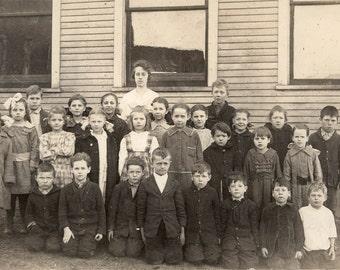 vintage photo 1911 Rural Oregon School Teacher & Students RPPC